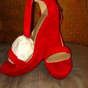 Elegant, Showstopper Red Velvet wedges